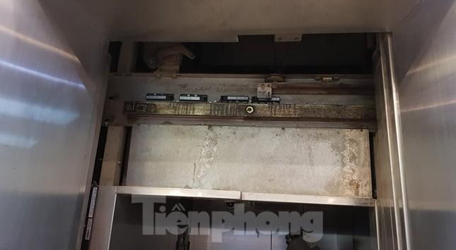 Hiện trường vụ rơi thang máy khiến nhiều người bị thương ở Hà Nội ảnh 8