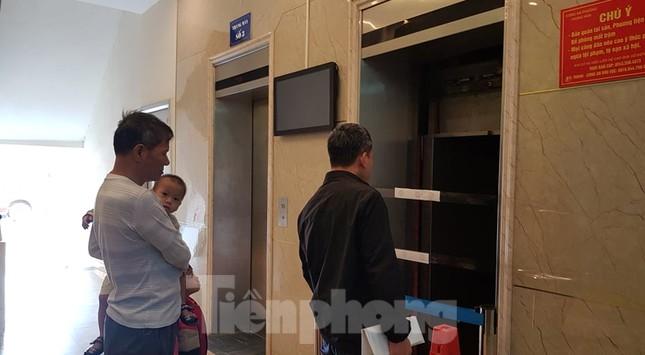 Hiện trường vụ rơi thang máy khiến nhiều người bị thương ở Hà Nội ảnh 13