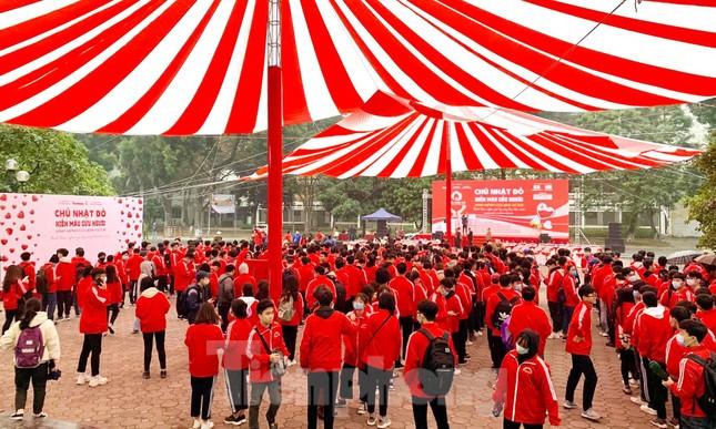Sinh viên Đại học Bách khoa trước giờ khai hội Chủ nhật Đỏ ảnh 2