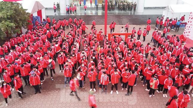 Sinh viên Đại học Bách khoa trước giờ khai hội Chủ nhật Đỏ ảnh 1