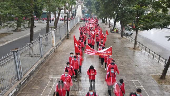Sôi nổi diễu hành hưởng ứng ngày hội Chủ nhật Đỏ lần thứ XIII ảnh 14