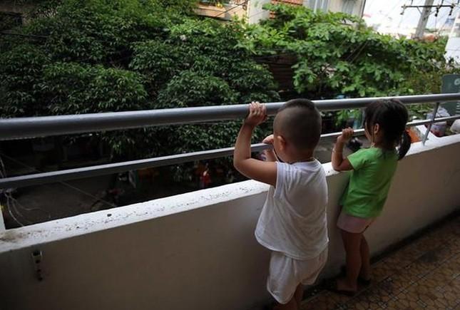 Từ những vụ trẻ rơi ở chung cư: Chuẩn an toàn chung cư đang bị xem nhẹ? ảnh 2