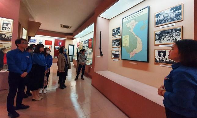 Tham quan bảo tàng Tuổi trẻ Việt Nam nghe về tấm gương các anh hùng trẻ tuổi ảnh 6