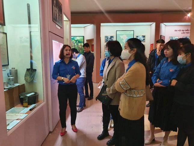 Tham quan bảo tàng Tuổi trẻ Việt Nam nghe về tấm gương các anh hùng trẻ tuổi ảnh 9