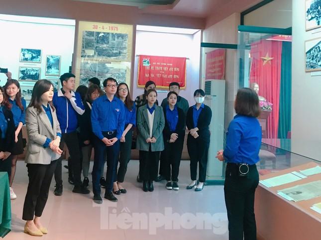 Tham quan bảo tàng Tuổi trẻ Việt Nam nghe về tấm gương các anh hùng trẻ tuổi ảnh 3
