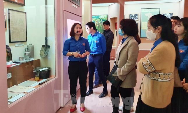 Tham quan bảo tàng Tuổi trẻ Việt Nam nghe về tấm gương các anh hùng trẻ tuổi ảnh 11