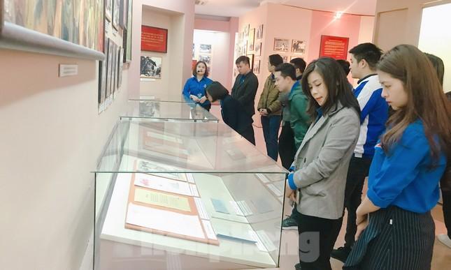 Tham quan bảo tàng Tuổi trẻ Việt Nam nghe về tấm gương các anh hùng trẻ tuổi ảnh 10