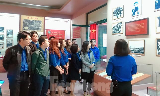 Tham quan bảo tàng Tuổi trẻ Việt Nam nghe về tấm gương các anh hùng trẻ tuổi ảnh 5