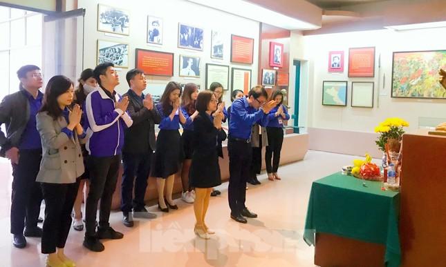 Tham quan bảo tàng Tuổi trẻ Việt Nam nghe về tấm gương các anh hùng trẻ tuổi ảnh 4