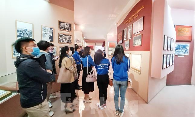 Tham quan bảo tàng Tuổi trẻ Việt Nam nghe về tấm gương các anh hùng trẻ tuổi ảnh 7