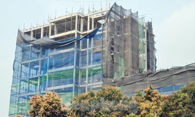 Cận cảnh công trình cao 9 tầng 'mọc' trên đất trồng cây ở Sơn Tây ảnh 10