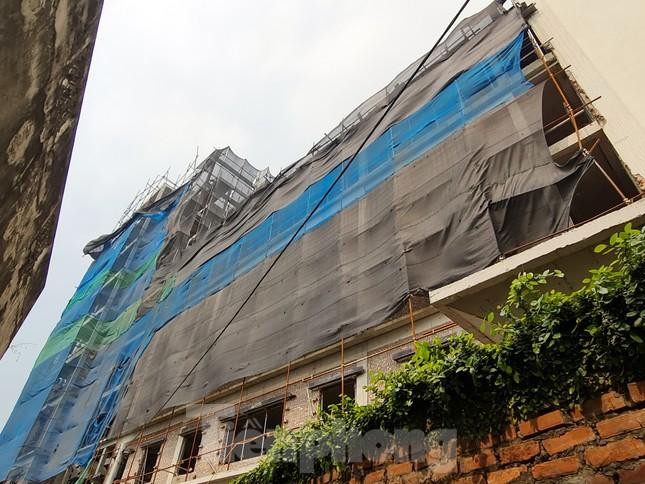 Cận cảnh công trình cao 9 tầng 'mọc' trên đất trồng cây ở Sơn Tây ảnh 13