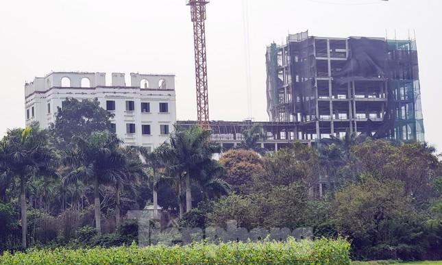 Cận cảnh công trình cao 9 tầng 'mọc' trên đất trồng cây ở Sơn Tây ảnh 5