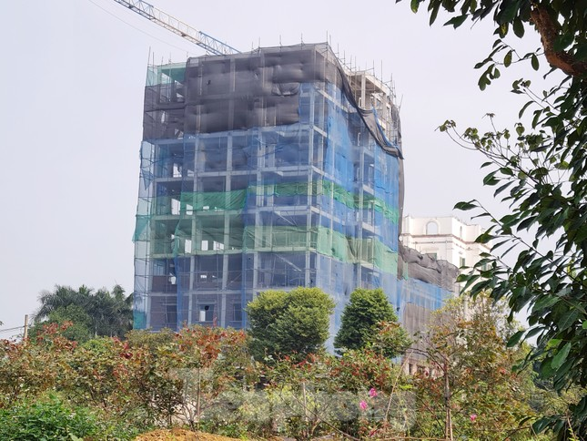 Cận cảnh công trình cao 9 tầng 'mọc' trên đất trồng cây ở Sơn Tây ảnh 3
