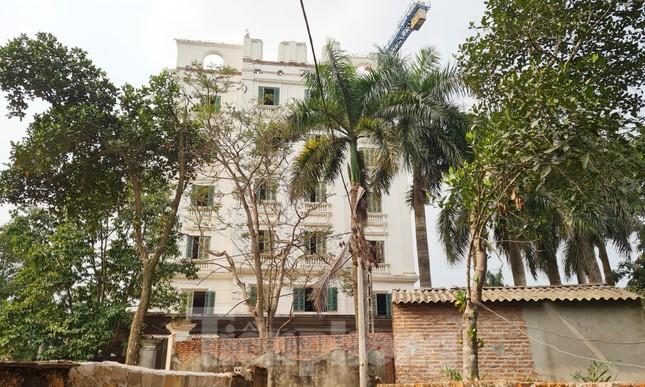 Cận cảnh công trình cao 9 tầng 'mọc' trên đất trồng cây ở Sơn Tây ảnh 8