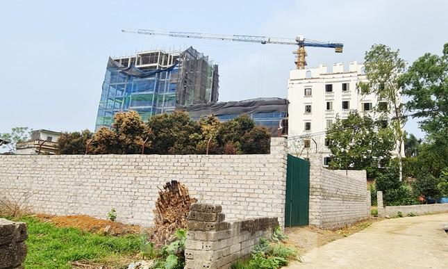 Cận cảnh công trình cao 9 tầng 'mọc' trên đất trồng cây ở Sơn Tây ảnh 4