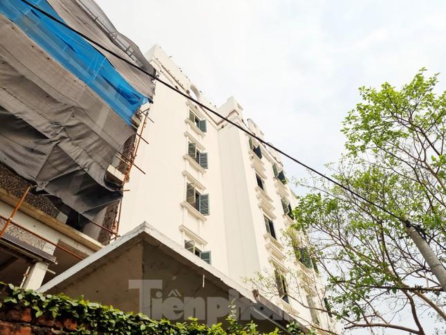 Cận cảnh công trình cao 9 tầng 'mọc' trên đất trồng cây ở Sơn Tây ảnh 12