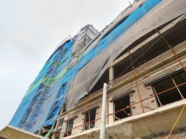 Cận cảnh công trình cao 9 tầng 'mọc' trên đất trồng cây ở Sơn Tây ảnh 9