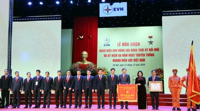 Tập đoàn Điện lực Việt Nam nhận danh hiệu Anh hùng Lao động thời kỳ đổi mới ảnh 1