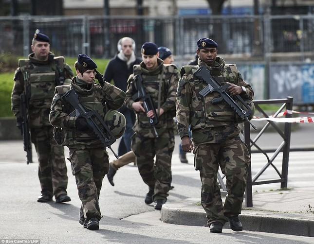 [ẢNH] 50 lãnh đạo thế giới tuần hành chống khủng bố ở Pháp ảnh 14