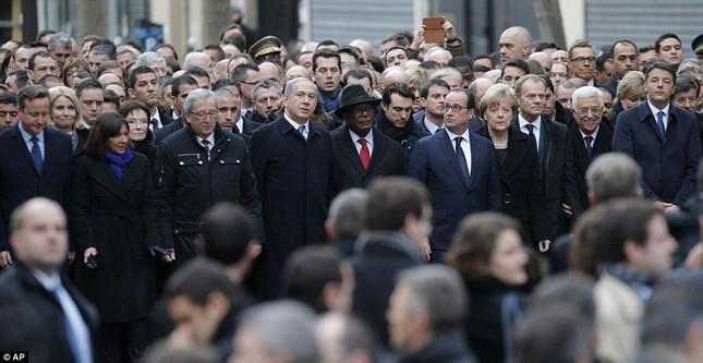 [ẢNH] 50 lãnh đạo thế giới tuần hành chống khủng bố ở Pháp ảnh 1
