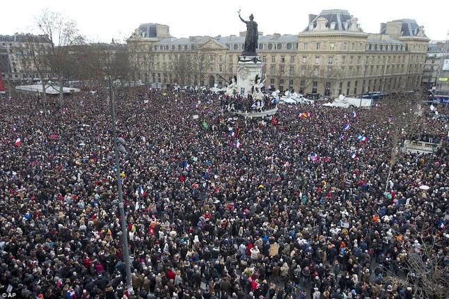 [ẢNH] 50 lãnh đạo thế giới tuần hành chống khủng bố ở Pháp ảnh 2