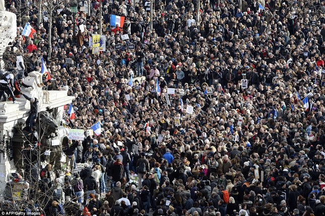 [ẢNH] 50 lãnh đạo thế giới tuần hành chống khủng bố ở Pháp ảnh 3