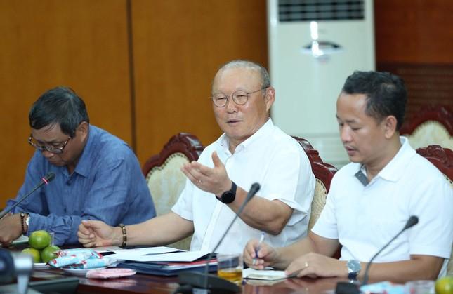 Tuyển Việt Nam thiếu tiền đạo, ông Park hay Lê Huỳnh Đức nói đúng? ảnh 1