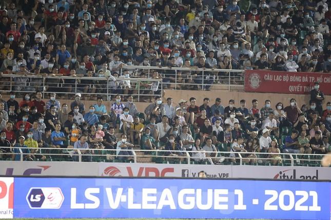 Nhiều sân bóng mở cửa với khán giả khi V-League trở lại ảnh 1
