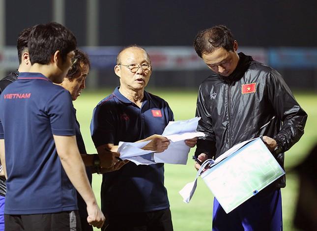 Ông Park Hang Seo xuống Hải Phòng xem 'trò cưng' thi đấu ảnh 1