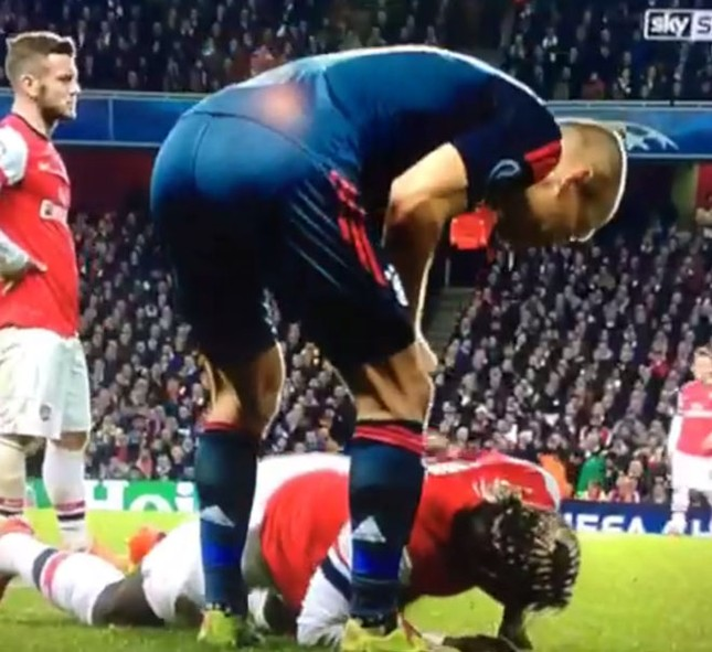 Hạ Arsenal, Bayern đặt một chân vào tứ kết ảnh 11