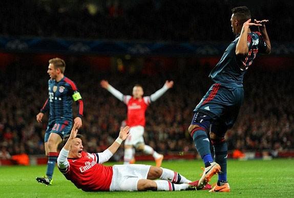 Hạ Arsenal, Bayern đặt một chân vào tứ kết ảnh 7