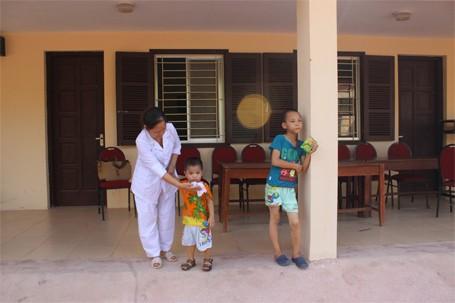 Trẻ em chùa Bồ Đề bỡ ngỡ trong 'ngôi nhà mới' ảnh 10