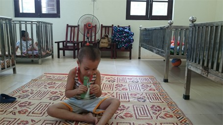 Trẻ em chùa Bồ Đề bỡ ngỡ trong 'ngôi nhà mới' ảnh 3