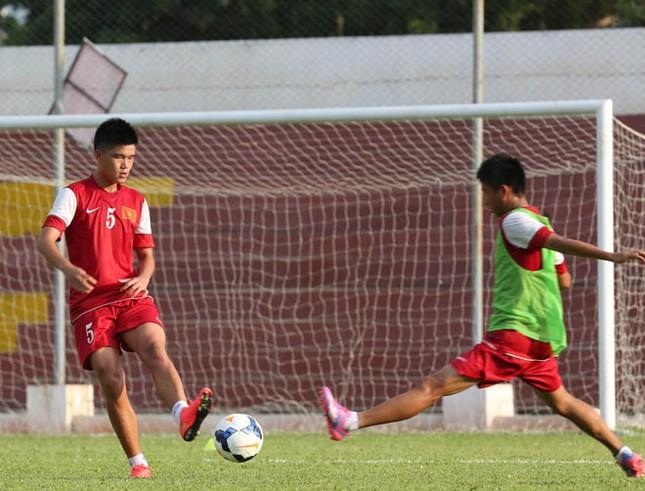 [ẢNH] U19 Việt Nam đội nắng luyện binh trước giờ ra trận ảnh 1