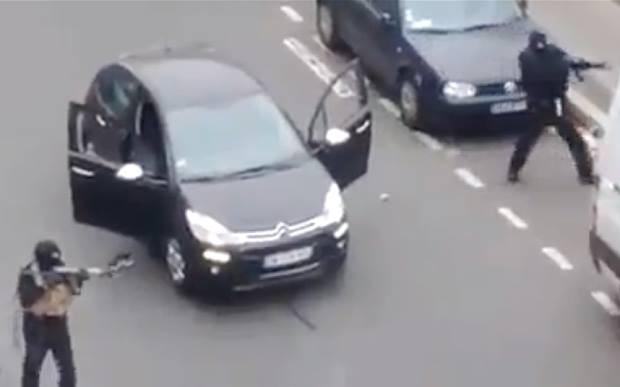 Nghi can 18 tuổi vụ thảm sát tòa soạn Pháp đầu hàng ảnh 14