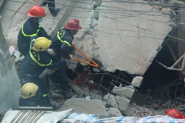 Sập nhà cũ ở Hà Nội, hai người tử vong dưới đống đổ nát ảnh 36
