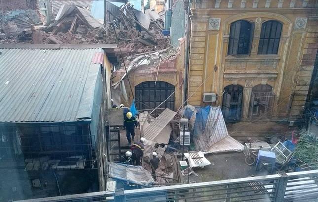 Sập nhà cũ ở Hà Nội, hai người tử vong dưới đống đổ nát ảnh 18