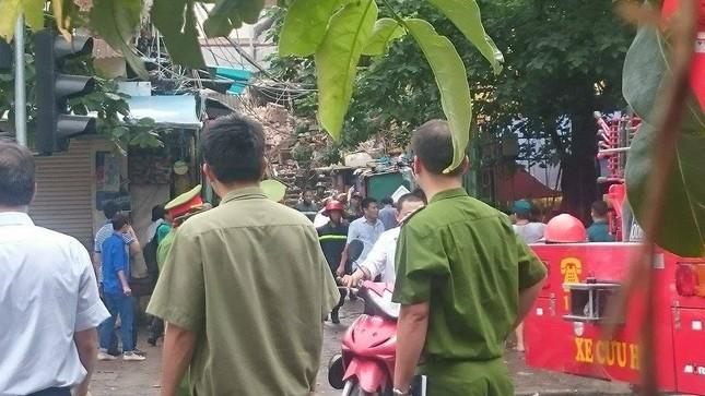 Sập nhà cũ ở Hà Nội, hai người tử vong dưới đống đổ nát ảnh 2