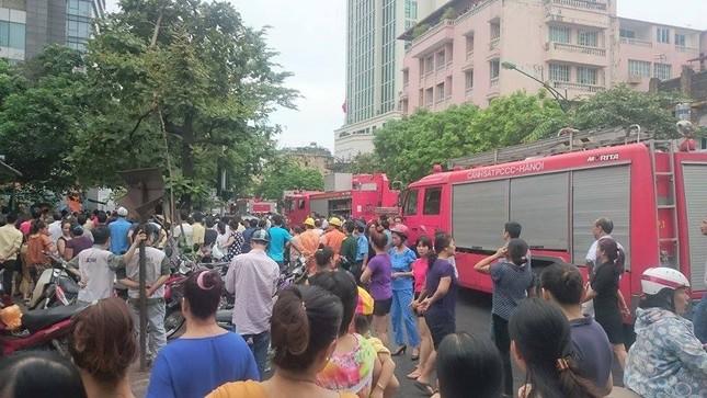 Sập nhà cũ ở Hà Nội, hai người tử vong dưới đống đổ nát ảnh 4