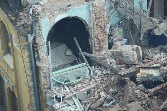 Sập nhà cũ ở Hà Nội, hai người tử vong dưới đống đổ nát ảnh 28