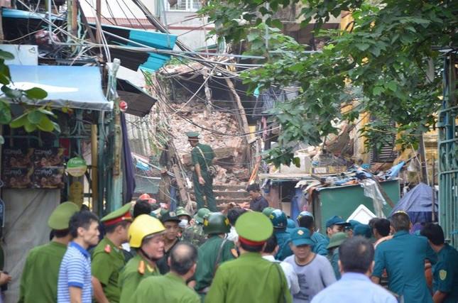 Sập nhà cũ ở Hà Nội, hai người tử vong dưới đống đổ nát ảnh 8