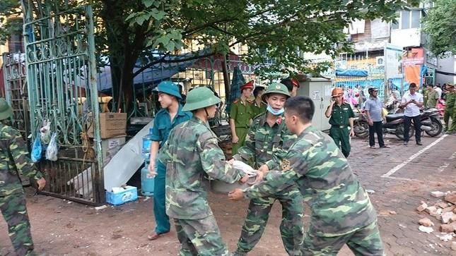 Sập nhà cũ ở Hà Nội, hai người tử vong dưới đống đổ nát ảnh 10