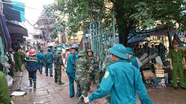 Sập nhà cũ ở Hà Nội, hai người tử vong dưới đống đổ nát ảnh 9