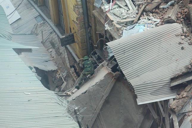 Sập nhà cũ ở Hà Nội, hai người tử vong dưới đống đổ nát ảnh 19