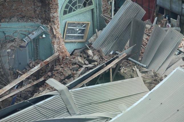 Sập nhà cũ ở Hà Nội, hai người tử vong dưới đống đổ nát ảnh 29