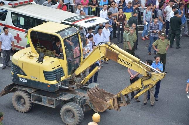 Sập nhà cũ ở Hà Nội, hai người tử vong dưới đống đổ nát ảnh 14