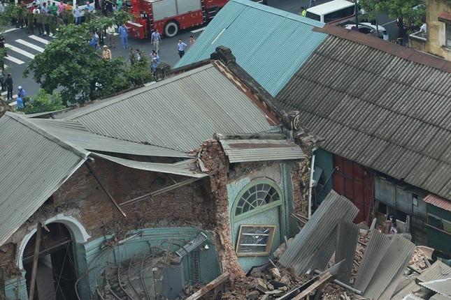 Sập nhà cũ ở Hà Nội, hai người tử vong dưới đống đổ nát ảnh 30