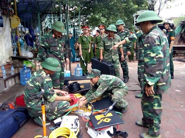 Sập nhà cũ ở Hà Nội, hai người tử vong dưới đống đổ nát ảnh 15