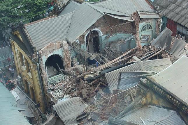 Sập nhà cũ ở Hà Nội, hai người tử vong dưới đống đổ nát ảnh 26